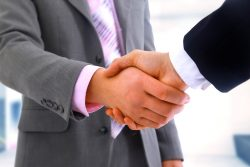 shake hand, do business in Vietnam, hellovietnamese